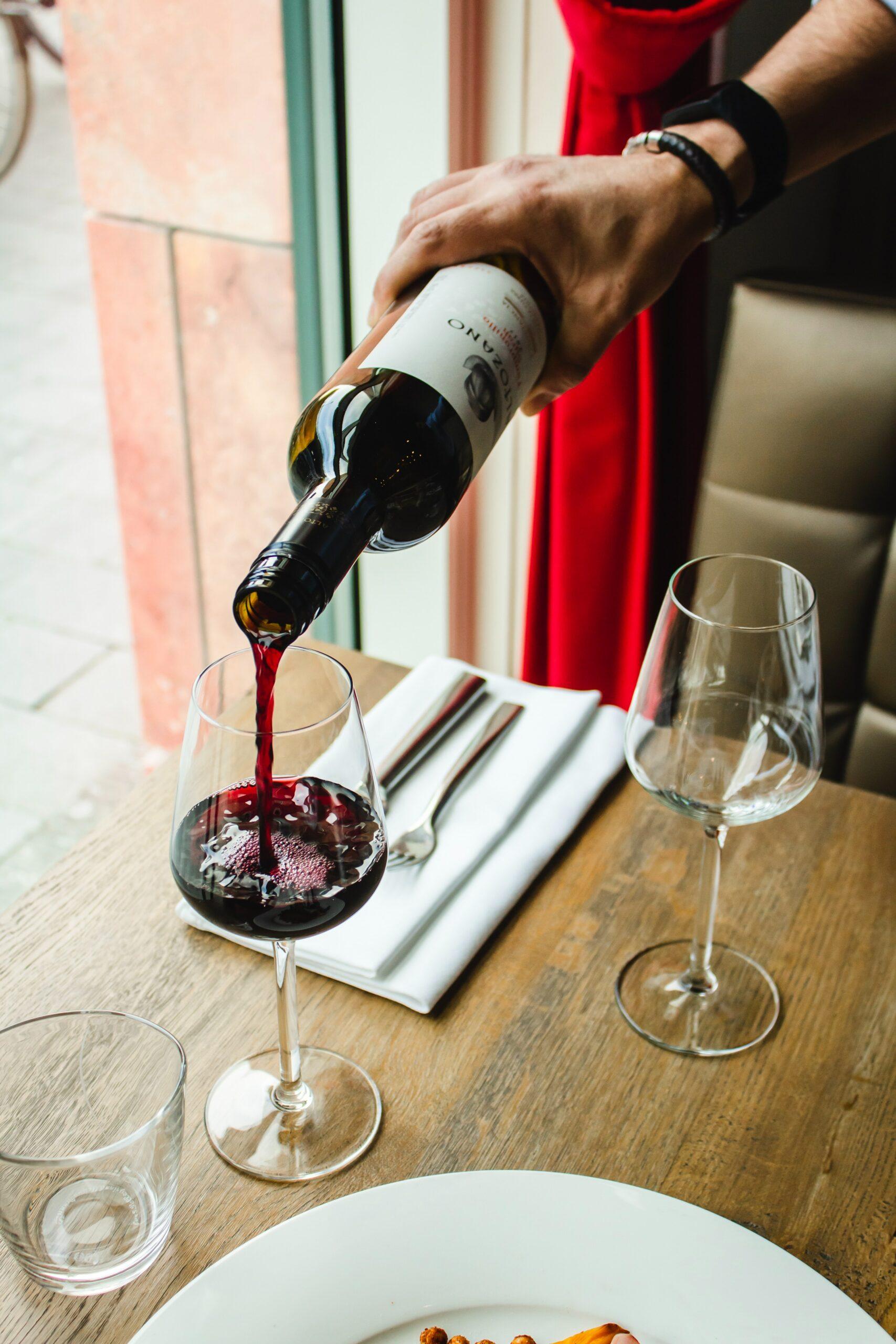 Wijn Water alcohol Torunée Minerale waarom water drinken effecten van alcohol